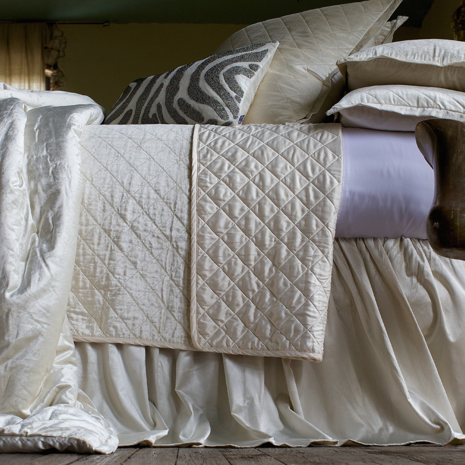 Chloe Velvet Diamond Quilted in Ivory