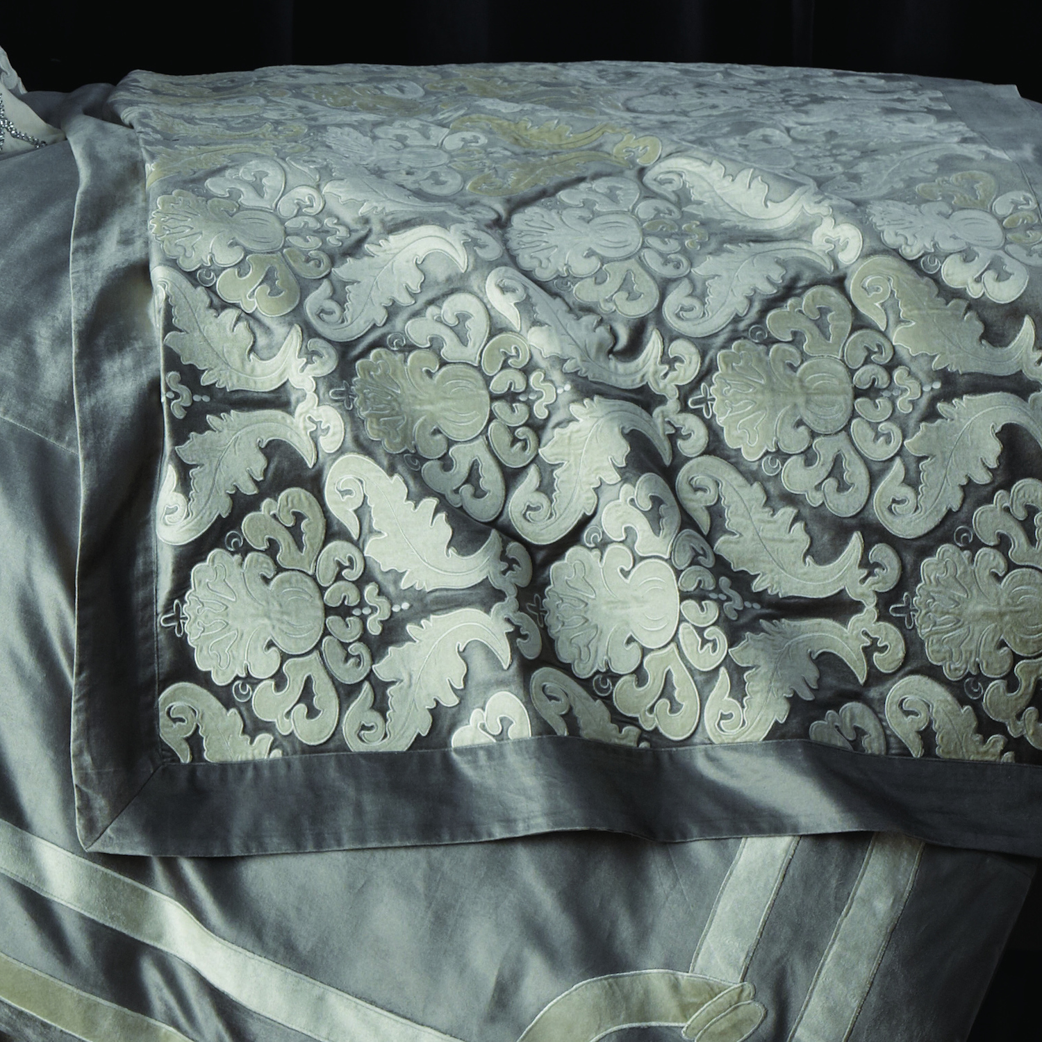 Versailles Throw in Silver Velvet